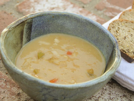 Food Healthy White Bean And Garlic Soup