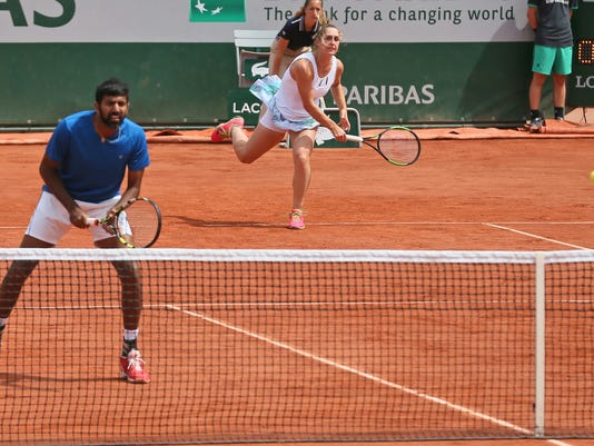 Canada's Gabriela Dabrowski and India's Rohan Bopanna return against Anna-Lena Groenefeld of Germany and Robert Farah of Colombia during their mixed doubles final match of the French Open tennis tournament at the Roland Garros stadium, in Paris, France, Thursday, June 8, 2017. (AP Photo/David Vincent)