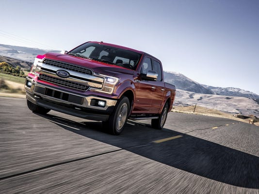 F150_LariatChrome_Horse_Creek_Driving_1072_sd