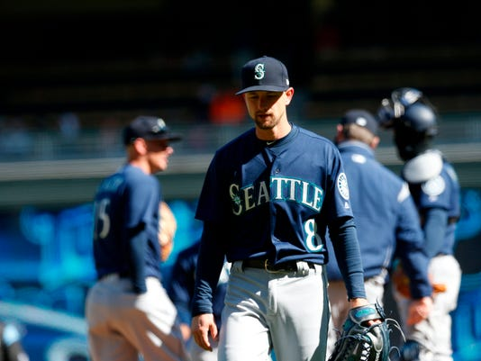 Seattle Mariners pitcher Mike Leake is pulled in the sixth inning of a baseball game against the Minnesota Twins Saturday, April 7, 2018, in Minneapolis. (AP Photo/Jim Mone)