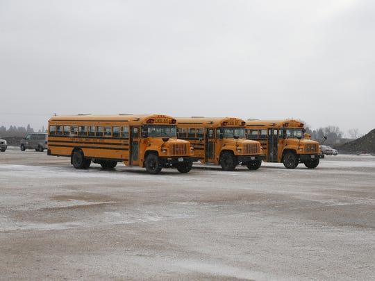 des.m1224schoolbus10416.JPG