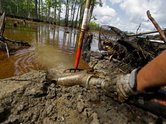-MONBrd_07-09-2013_NewsStar_1_B003~~2013~07~08~IMG_Louisiana_Sinkhole_2_1_4O.jpg