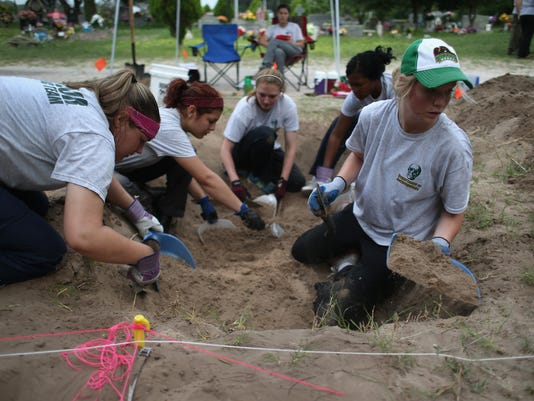 Anthropologists Unearth Immigrant Remains From Texas Burial Site