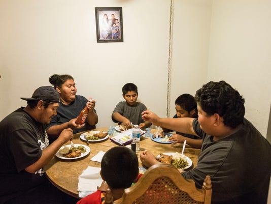 PNI 1127 thanksgiving cruz family