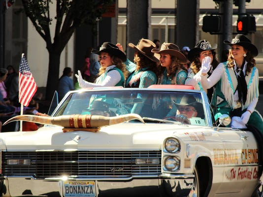 -?RODEO PARADE bonanza girls.jpg_20140621.jpg