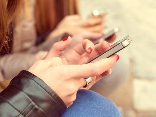 Apps let parents track kids' cellphone use