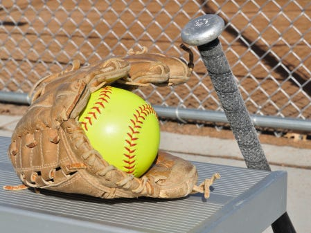 The Pulaski and Ashwaubenon softball teams split a doubleheader on Saturday afternoon.