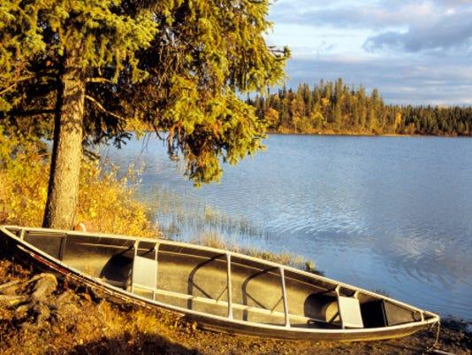 -DCA 1001 canoe.jpg_20140930.jpg