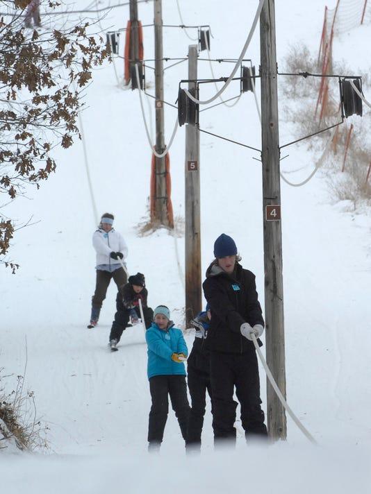 spj 0123 Standalone Skiers_03