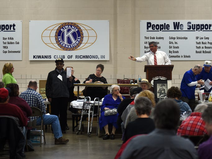 Bidders look for deals Saturday, March 18, 2017, during