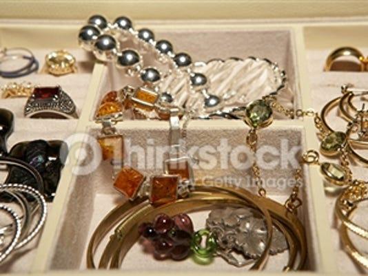 635832642177363142-200486121-001-jewelry
