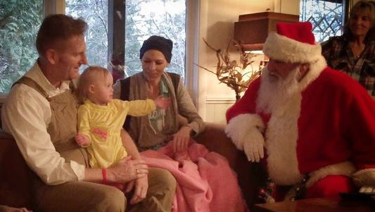 Joey and Rory Feek meet a Santa Claus with daughter Indiana in the singer's hometown of Alexandria, Ind..