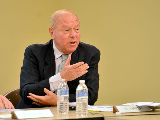 Kenneth Lipper, a New York commissioner, speaking at