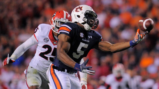 Auburn receiver Ricardo Louis (5) hauls in the winning pass with 25 seconds left.