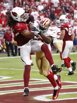 Arizona Cardinals' Larry Fitzgerald catches an 8-yard pass from Carson Palmer against the San Francisco 49ers in the second half on Sep. 27, 2015 in Glendale, AZ.