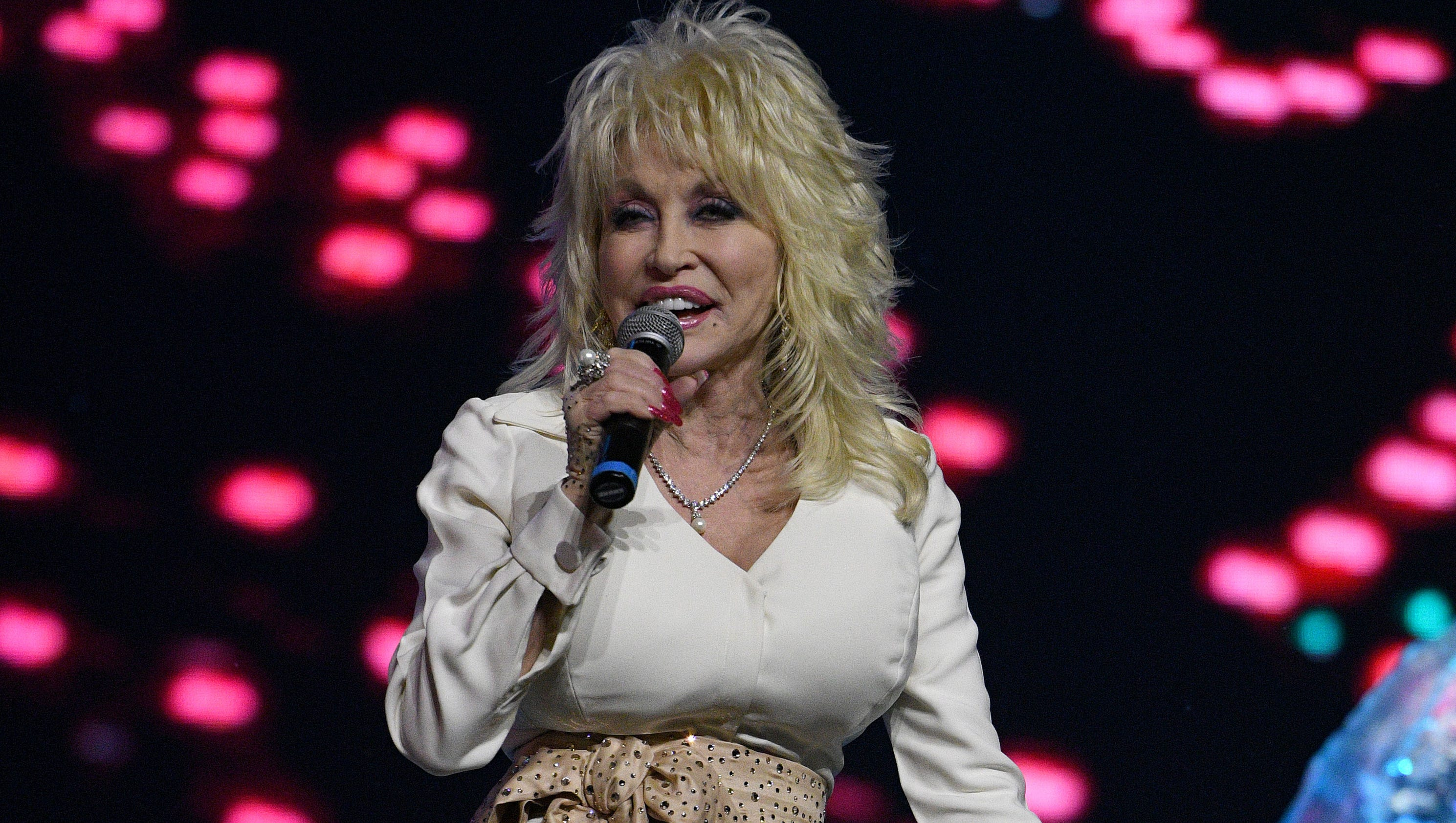 Dolly Parton Donates Funds Books To 2017 Hurricane Victims