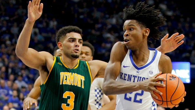 Nov 12, 2017; Lexington, KY, USA; Kentucky Wildcats guard Shai Gilgeous-Alexander (22) passes the ball against Vermont Catamounts forward Anthony Lamb (3) in the first half at Rupp Arena. Mandatory Credit: Mark Zerof-USA TODAY Sports