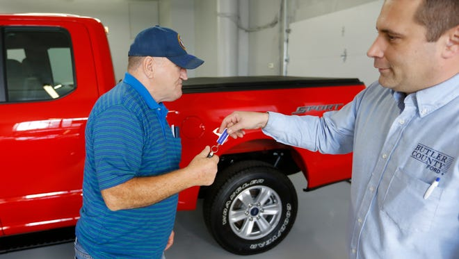 Alton John, left, from Kittanning, Pa., gets the keys to his new 2015 Ford F-150 Supercab 4x4 pickup truck from salesman Robert Myers as he takes delivery in 2015 at Butler County Ford in Butler, Pa. U.S. car shoppers will find plentiful deals, relatively low interest rates and lots of high-tech choices in the market in 2017.