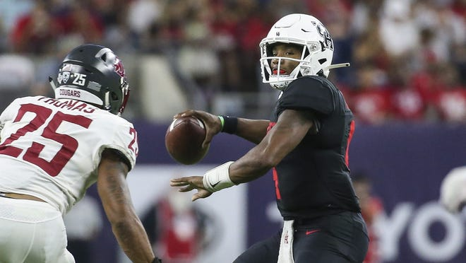 Sep 13, 2019; Houston, TX, USA; Houston Cougars quarterback D'Eriq King (4) attempts a pass as Washington State Cougars cornerback Armani Marsh (35) defends during the second quarter at NRG Stadium. Mandatory Credit: Troy Taormina-USA TODAY Sports