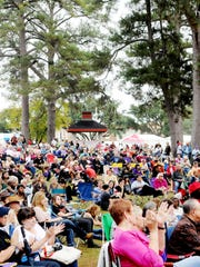 A crowd gatherings at the Highland Jazz and Blues festival
