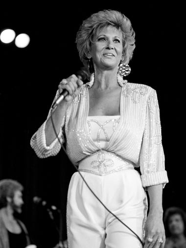 Tammy Wynette, an undisputed country queen, draw a