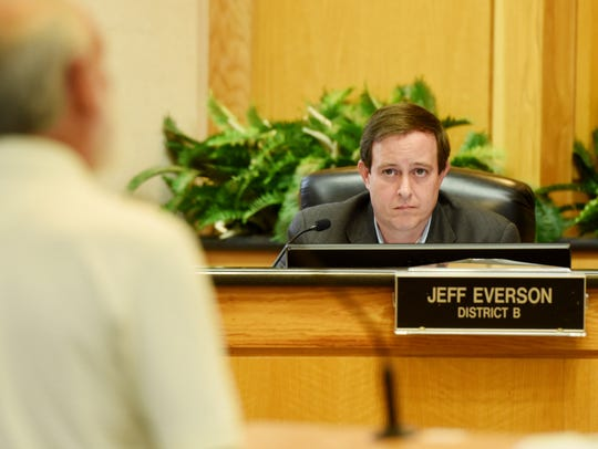 Councilman Jeff Everson at a city council meeting.