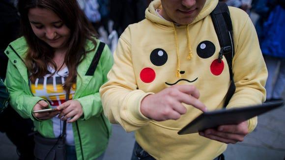 Two gamers play the Pokémon Go app at the Stephansplatz