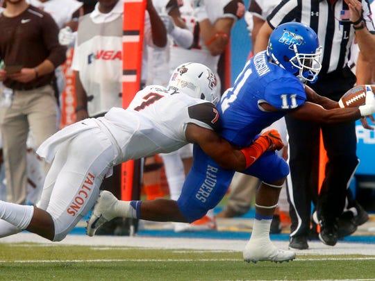 Bowling Green's Armani Posey (7) tackles MTSU's Brad