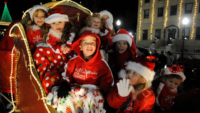Kids of the Twin Lakes Area will have to wait a week to enjoy the annual Mountain Home Chamber of Commerce Christmas parade.