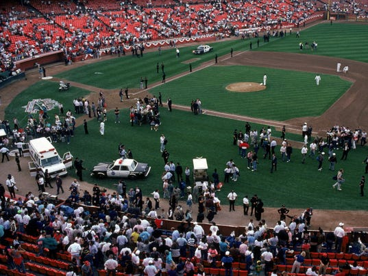 CROWDS IN CANDLESTICK PARK AFTER THE EARTHQUAKE S1017_ANGELS_GIANTS_OG005 SD12258.JPG S BBO USA CA