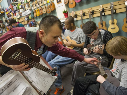XXX_ukulele-lessons-jmg_20267
