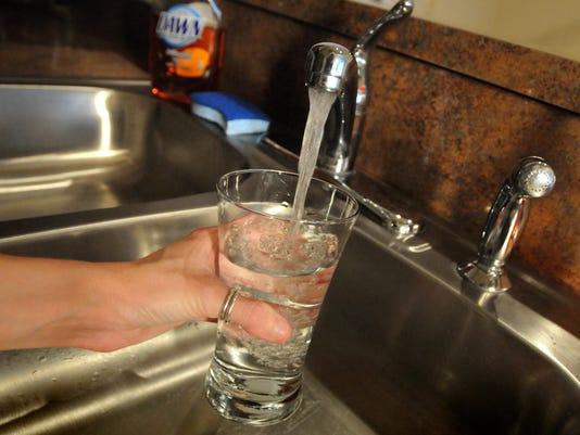 IMG_drinking_water.jpg_1_1_DK43MCS2.jpg_20130511.jpg