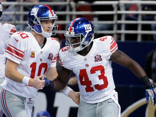 Orleans Darkwa, right, is congratulated by Giants quarterback Eli Manning after scoring on a 12-yard touchdown run during the first half against St. Louis last Sunday.