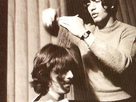 Leslie Cavendish cuts George Harrison's hair.