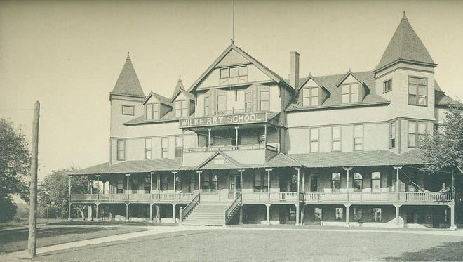 Richmond's High Point Hotel, located at the end of North E Street where it connects to the top of Roosevelt Hill in Glen Miller Park, was built in 1892 and lasted as a hotel for 11 years. It became the Glen Miller Sanitarium and later the Wilke Art Institute. In 1903, it was torn down.