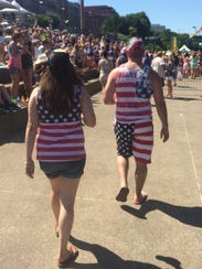 CMA Festival fans walk to Riverfront stage wearing
