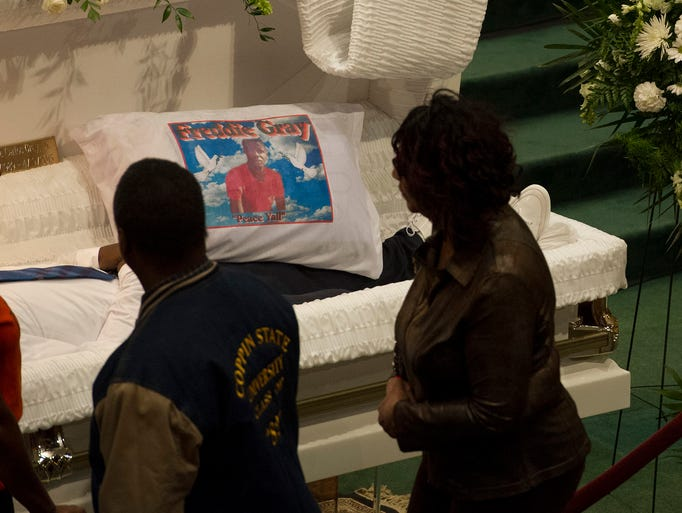 4/27/15 10:01:14 AM -- Baltimore, MD, U.S.A  --  Mourners