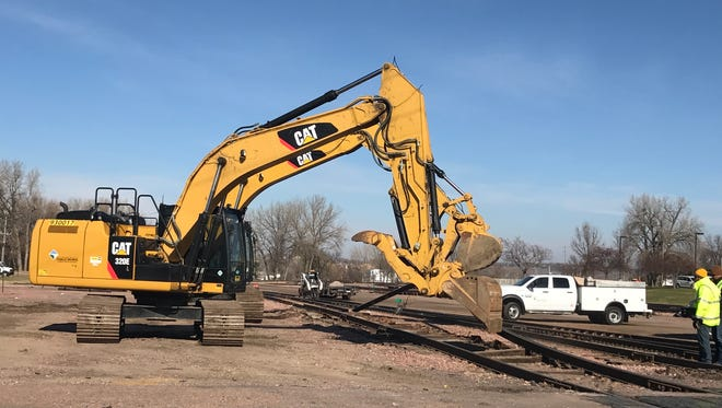 The city of Sioux Falls Wednesday began removing rail tracks from the downtown rail yard it purchased from BNSF in 2015.
