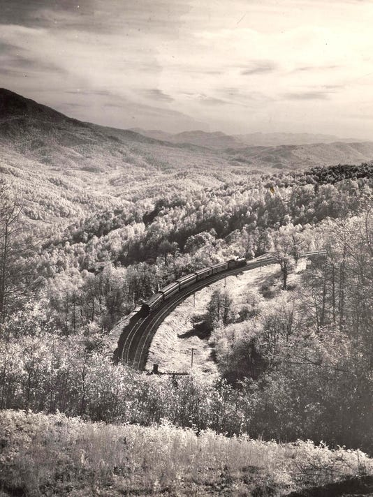 636644040104256340-Clinchfield-rr-n-Little-Switzerland-1948-by-Elliot-L-Fisher.jpg