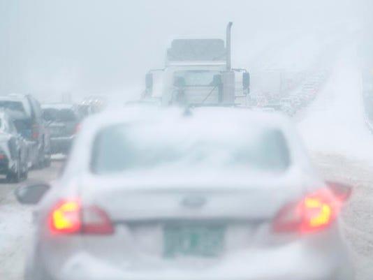 -BUR 0205 snow storm C1.jpg_20140205.jpg