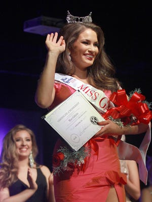 Miss Gallatin 2018 Samantha Havenstrite was crowned Dec. 16, 2017. Sunday she hands the crown over to her successor.