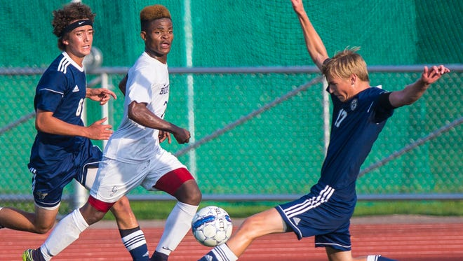 Adam Lyon, right, and the Essex boys soccer team, loaded with seniors, begin the year at No. 1 in the Varsity Insider preseason boys soccer power rankings.
