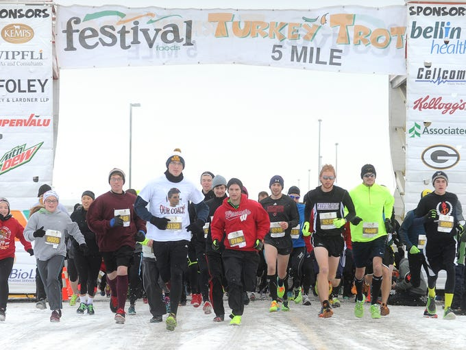 Runners and walkers participate in Festival Foods 7th