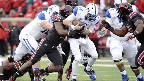 Louisville defensive end Deiontrez Mount.