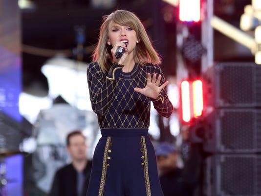 Taylor Swift Performs_Atki.jpg