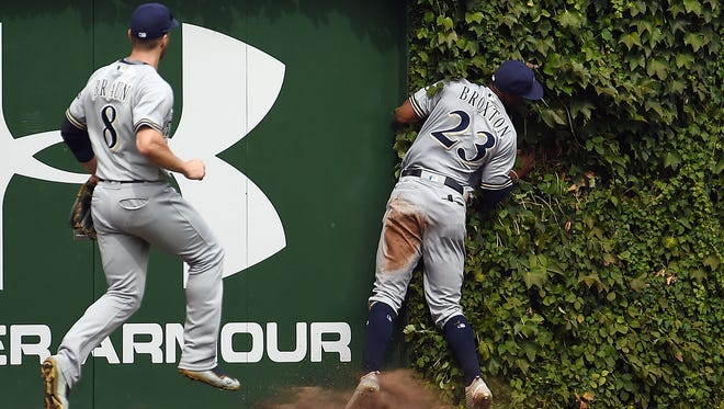 Brewers outfielder Keon Broxton crashes into the wall at Wrigley Field in the third inning.