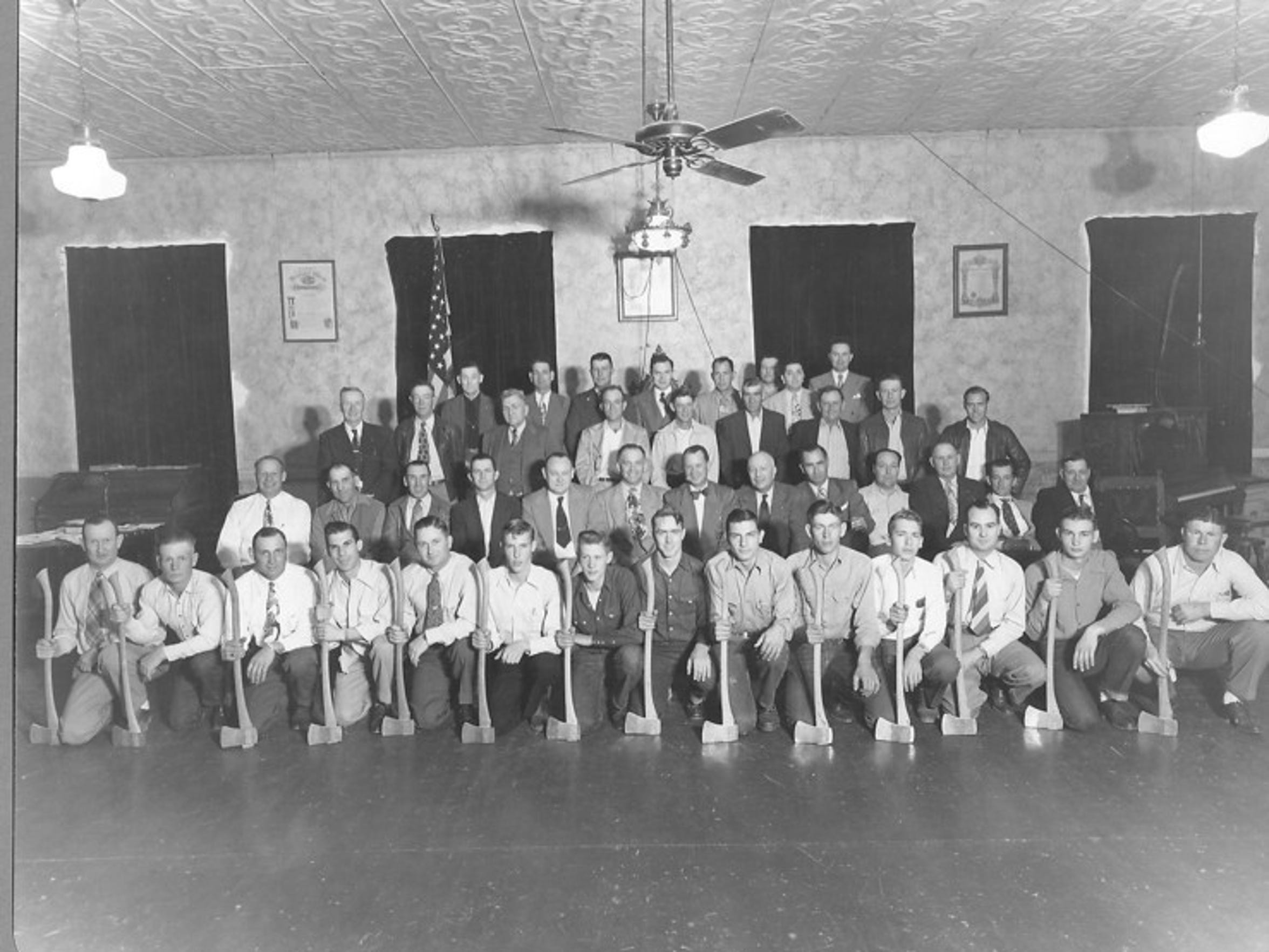 An old photo of the Woodmen of the World group of 30