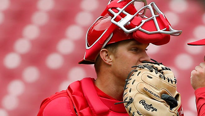 Cincinnati Reds catcher Stuart Turner (32) talks with pitcher Cody Reed (25) in the fifth inning.