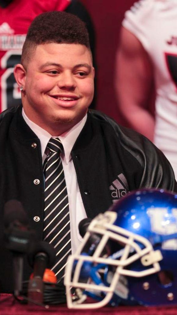 John Hardin defensive tackle Matt Elam picks Kentucky over Alabama. The Wildcats' recruiting coup has the chance to start a trend for the rebuilding program.