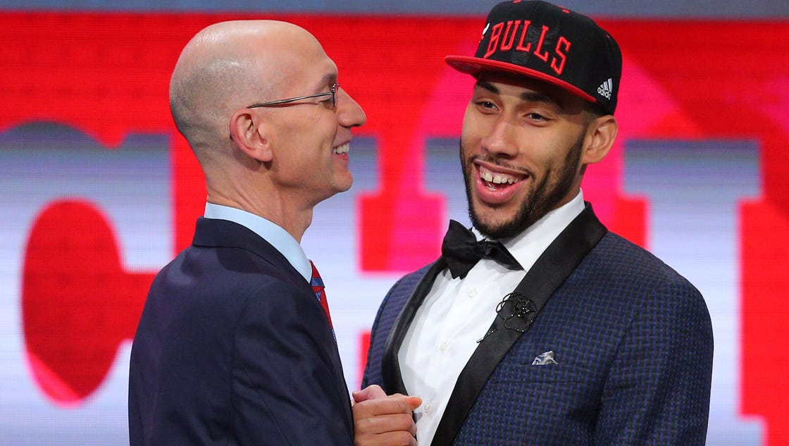 636023417887798007-denzel-valentine-and-commish-2